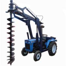Traktor montiert Erdbohrer / Erdbohrer