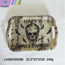 Festa com tema de Halloween com placas de caveira