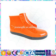 Zapatos impermeables antideslizantes del pvc