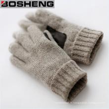 Gants tricotés épais d'hiver chauds avec des hommes et des femmes