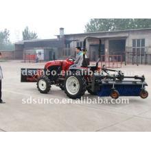 Snow Sweeper montiert auf Traktor