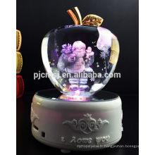customisez la pomme en cristal avec le père Noël 3d laser et la base menée par lumière de couleur