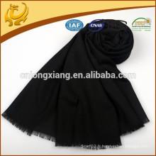 Écharpe noire à laine brossée