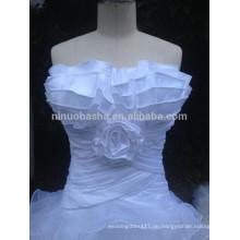 Auf Lager Stylish Scalloped Ausschnitt Aus der Schulter Organza Brautkleid Mit Rüschen Weiß Brautkleider NB1286