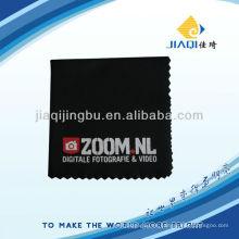 Paño de limpieza en negro con alta resistencia al color e impresión