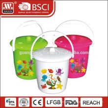 heißer Verkauf Kunststoff-Eimer mit Deckel und Griff