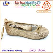 Zapato infantil colorido hermoso lindo del nuevo estilo