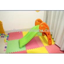 Kindergarten playground slides para crianças