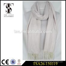 Precio de fábrica color sólido personalizado bufanda de acrílico de punto con largas franjas