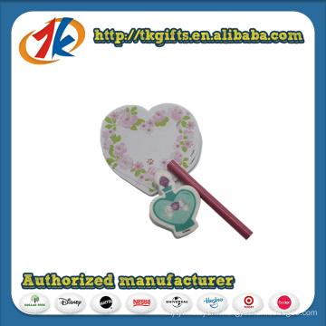 Bloc-notes et stylo mignon de Stationey avec boîte de coeur en plastique