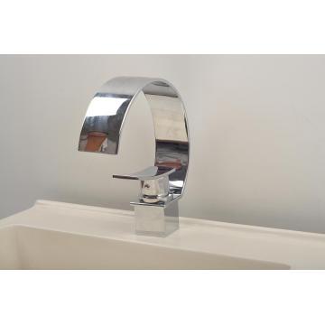 Robinet de lavabo à cascade à une seule pièce en forme de C (Q3025A)
