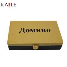 Логотип цветной игра Домино в жестяной коробке
