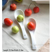 SP1533 Haonai Venta caliente cuchara de cerámica blanca, cuchara de sopa de cerámica