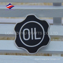 Nouveau badge en émail dur de couleur noire avec logo