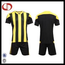 Billige benutzerdefinierte Sublimation Männer gestreift Fußball Shirt Fußball Jersey