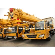 XCMG 16 toneladas de media cabina grúa móvil Qy16D