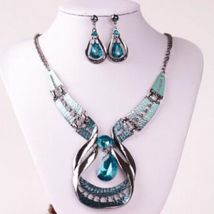 Alloy Crystal Nekclace Sets With Heart Shaped Pendant