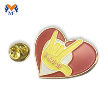Insignias de pines de solapa en forma de corazón con logotipo personalizado