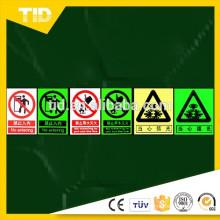 Panneaux d'avertissement et panneaux indicateurs, film photoluminescent