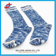 2015 nouveau style bleu avec couleur blanche chaud sport adulte tricot demi-veau bas
