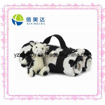Couverture de voyage avec jouet de vache