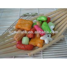 Biscoito de arroz misturado japonês com quantidade quente