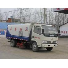 Caminhão da vassoura de rua de Dongfeng 5.5CBM para a venda
