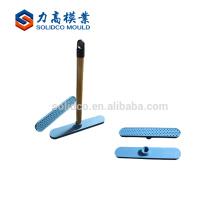 Los nuevos productos forman el molde de encargo de la base de la escoba de piso