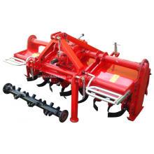 Traktor montiert Bodenfräse