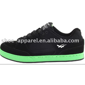 Chaussures de skate en daim noires avec semelle verte