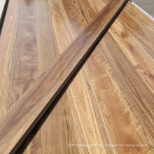 Suelo de madera manchada sólida natural de la goma