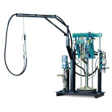Machine d'épandage manuelle de produits d'étanchéité à deux pompes