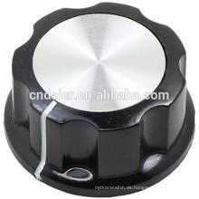 MF-A Großer Boss Style geriffelter schwarzer Drehknopf mit silbernem Top-Verstärker-Knopf