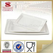 Plat rectangulaire en céramique apéritif servant des plats