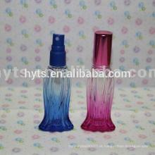 garrafa de perfume de vidro da forma dos peixes com a bomba do tampão e do parafuso