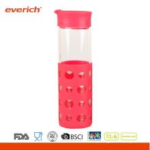 Atacado 550ml Borosilicato garrafa de vidro transparente com luva de silicone