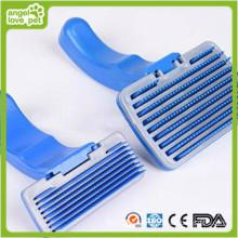 Blaue Plastikpinsel Haustierpflegeprodukte