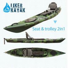 Kayak de un solo asiento sentado en la parte superior del motor kayak