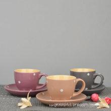 Ensemble de café glacé et soucoupe à motif pointillé