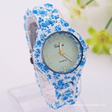 Nouvelle arrivée de la bonne qualité bleu et blanc fleur de porcelaine montre fabricant de montres chinoises