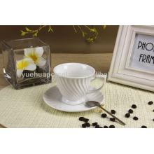 Única forma de porcelana taza de café blanco y platillo