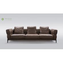 Sofá de couro marrom escuro com estrutura em metal 3 lugares