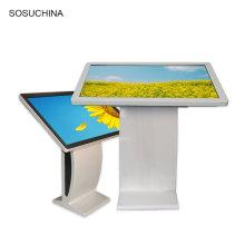 Touchscreen-Kiosk In der Supermarktbank