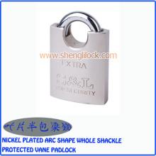 Cadenas à ailettes protégé par une forme d'arc plaqué nickel
