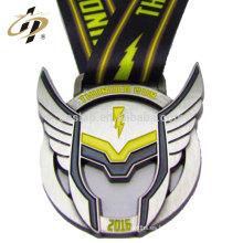 Las medallas de encargo del metal del logotipo del superhombre de la aleación del cinc con la cinta