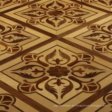 Telhas de madeira do assoalho da sala de estar