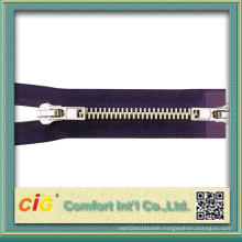 5# Shiny Brass Zipper a/L Two Ways