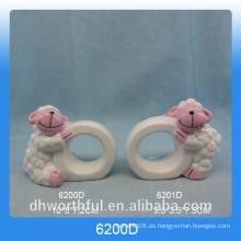 Utensilios de cocina anillo de servilleta de papel de cerámica con estatuilla de oveja