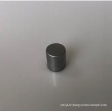Round zinc cap with silver