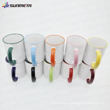 Caneca branca revestida cerâmica da sublimação 11oz na venda, caneca da cor da borda e da mão